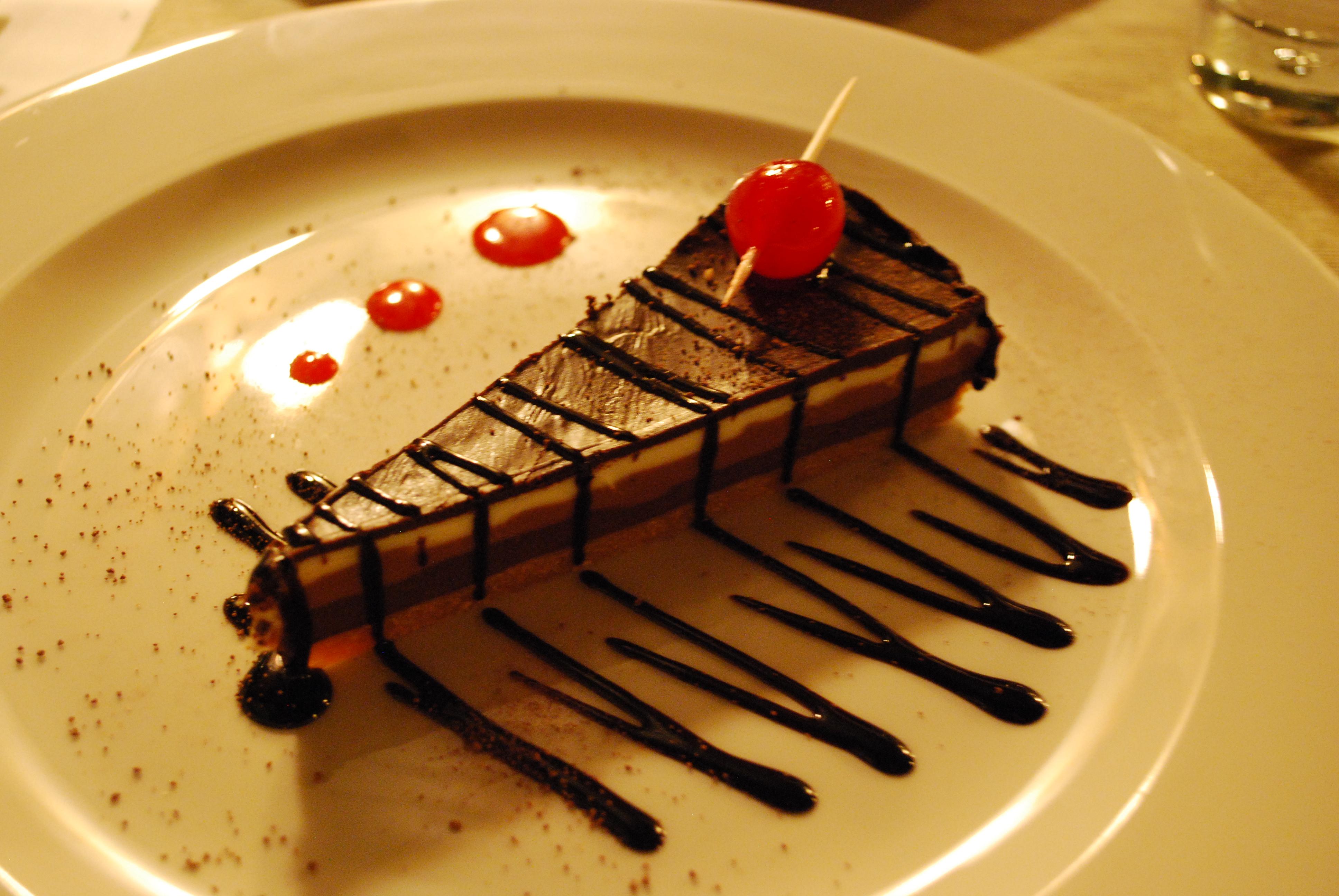 kolač od četiri vrste čokolade