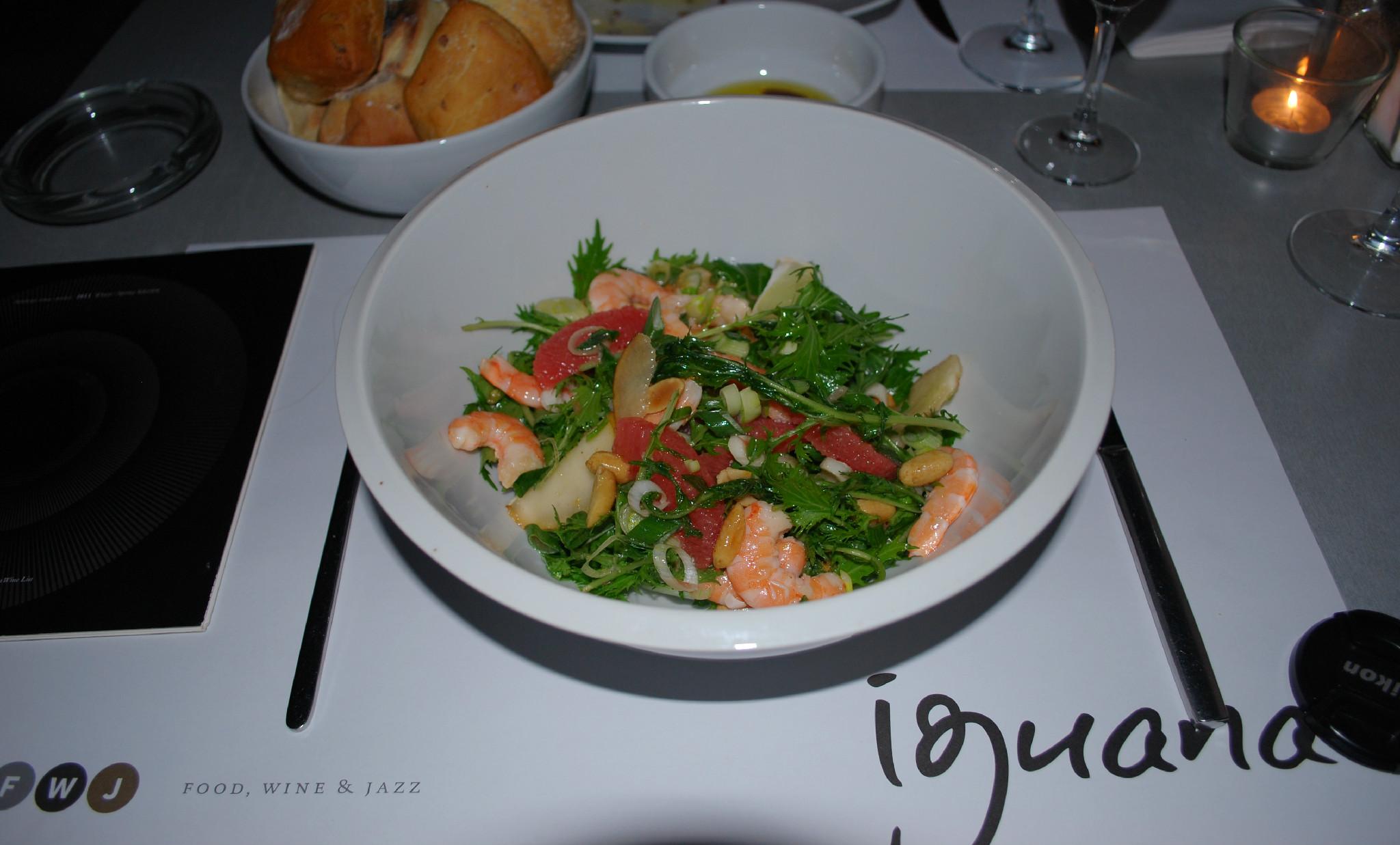 salata sa kozicama, kruškom i pomelom