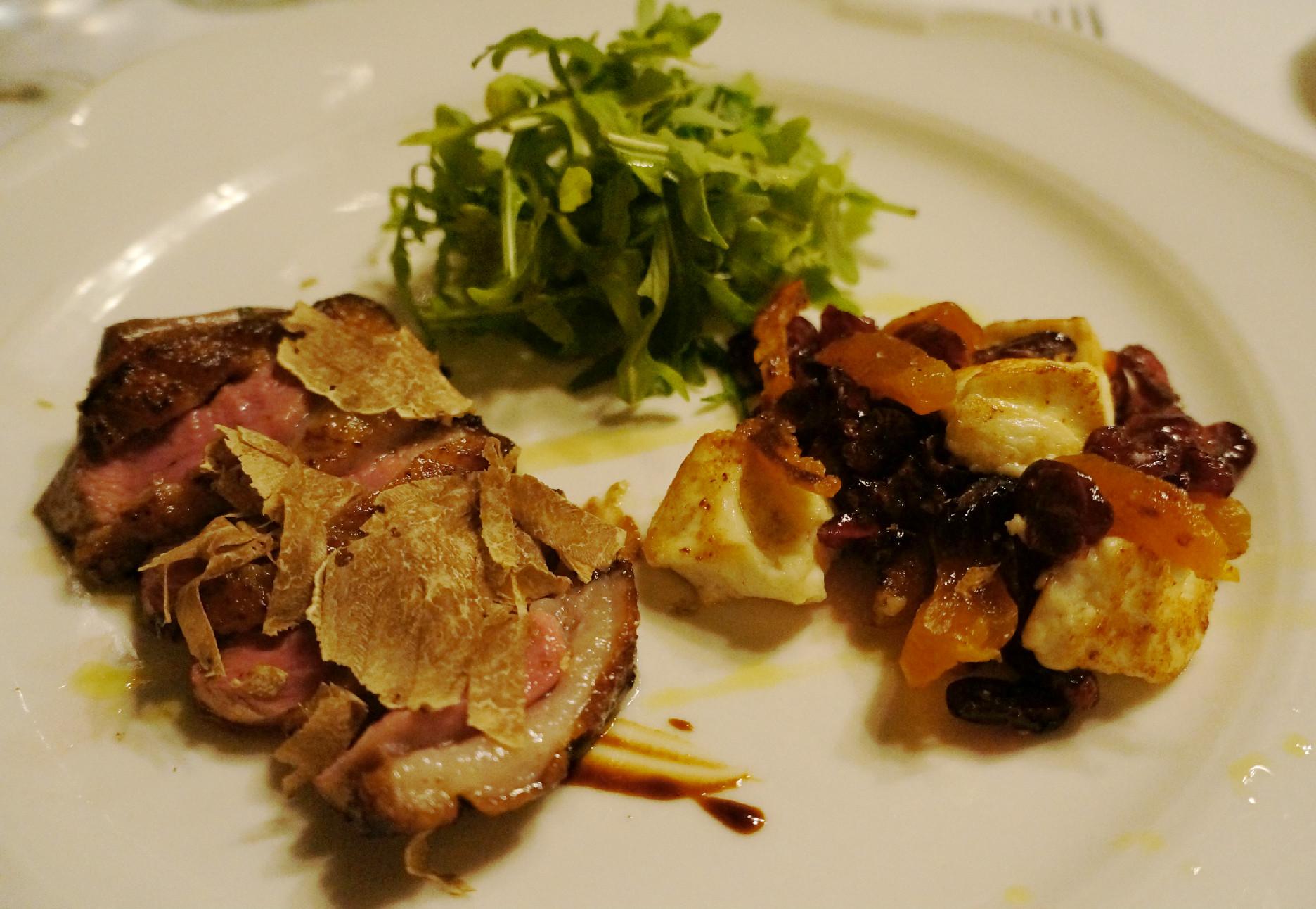 pačja prsa sa salatom od suvog voća i belim tartufima